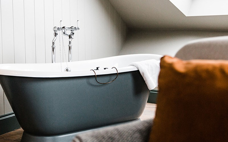 Gara Rock bath tub
