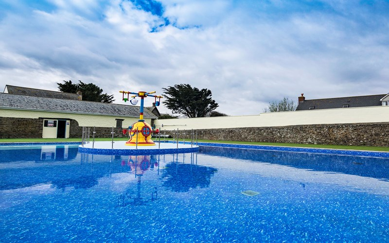 Bude Holiday Resort outdoor swimming pool