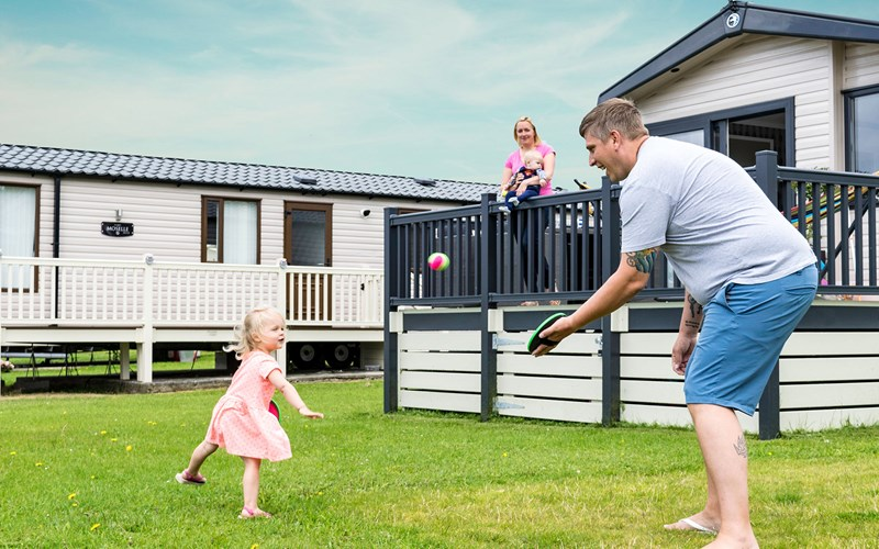 Family play at Bude Holiday Resort